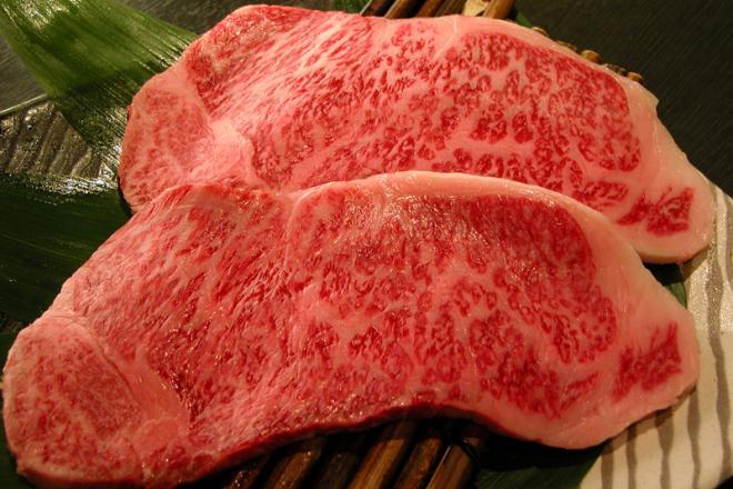 ロースはサシが醍醐味と思っている方へ とろける肉の旨さが味わえる極上ロースをご賞味下さい。